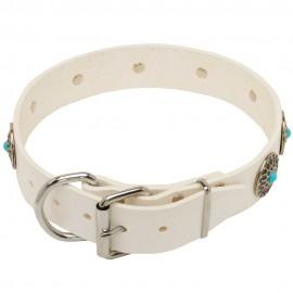 Weißes Halsband mit originellen Steinen für Schäferhund